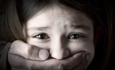 Wujek pedofil molestował kuzynki, sprawa miała miejsce w Płocku, zwyrodnialcowi grozi do 12 lat więzienia dlaczego sprawa wychodzi dopiero teraz?