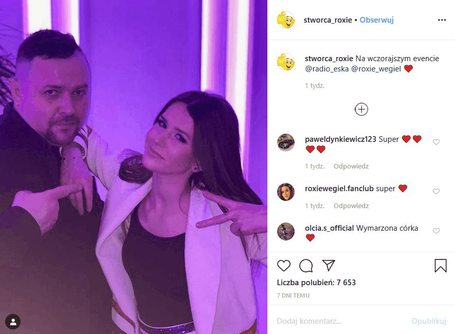 Ojciec Roxie założył konto na portalu Instagram, czym wywołał plotki o tym, kim jest, jaka jest prawda o jej ojcu i że jej rodzina przechodzi kryzys.