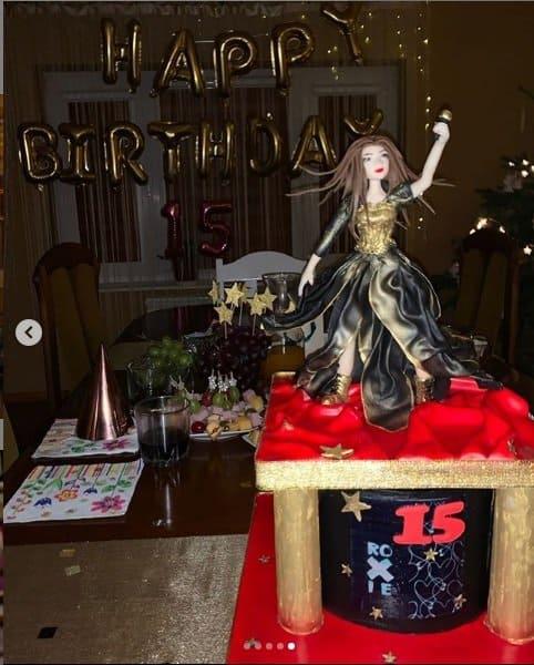 Roksana Węgiel (Roxie) miała teraz 15 urodziny, impreza niespodzianka, którą pochwaliła się na Instagram była bajeczna, życzenia złożył Dawid Kwiatkowski