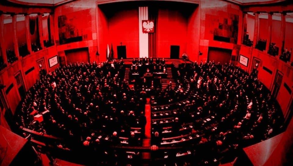 Ustawa Kagańcowa została przyjęta w Sejmie: opozycja twierdzi że to zamach stanu. Małgorzata Kidawa-Błońska ostro komentuje sytuację.