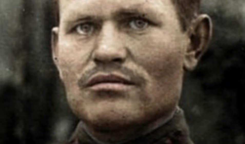 Wasilij Zajcew, najsłynniejszy rosyjski snajper. Jego słynny pojedynek, jaki miał stoczyć z niemieckim superstrzelcem w zrujnowanym Stalingradzie