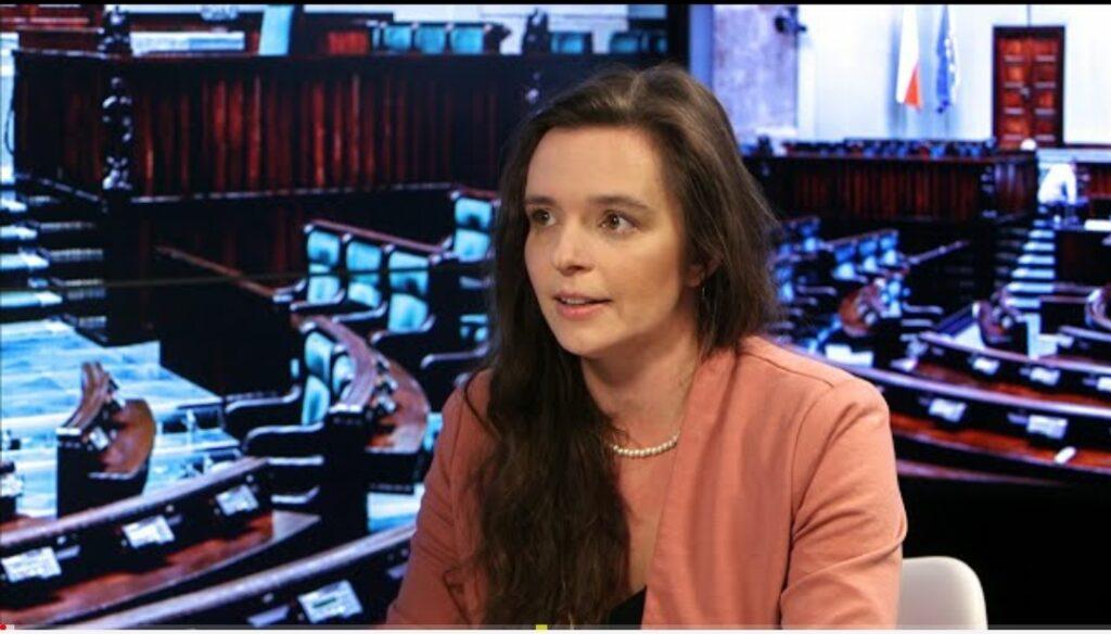 Klaudia Jachira, życiowy dramat i babcia: Klaudia Jachira to posłanka,  ramienia Platformy Obywatelskiej (Koalicja Obywatelska)...