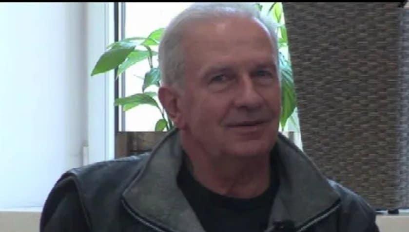 Tomasz Stockinger znalazł się w szpitalu, obecnie jest już po operacji: powodem była choroba, aktor cierpiał na zapalenie płuc, jaki jest jego stan zdrowia?
