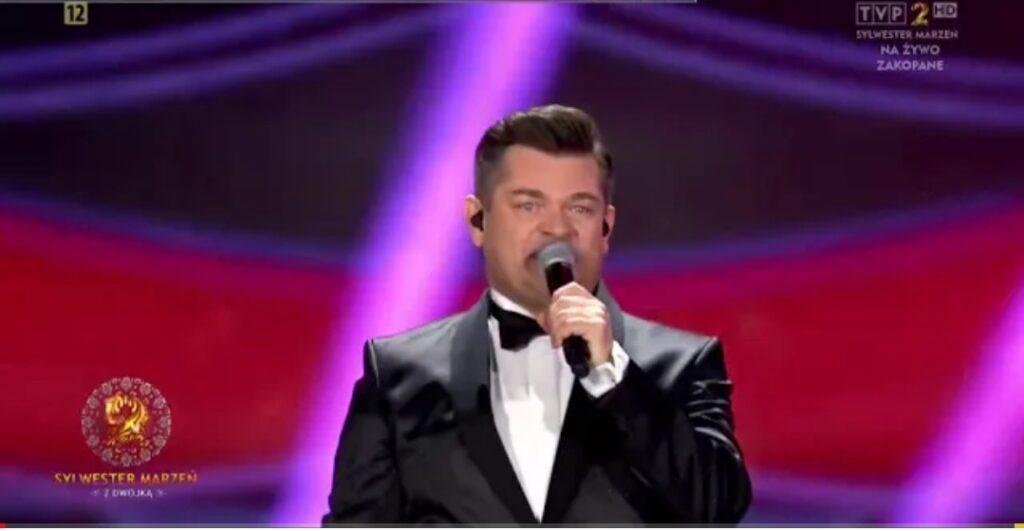 """Zenek Martyniuk został okradziony? Zenek Martyniuk to lider zespołu Akcent oraz dla tysięcy fanów król Disco Polo i gwiazda TVP,  film """"Zenek""""."""