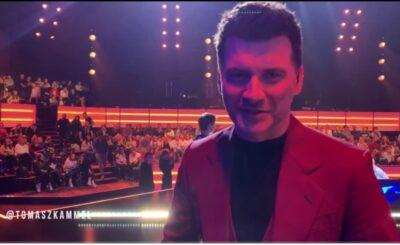 Zarobki i to ile zarabia Tomasz Kammel (prowadzący The Voice of Poland i The Voice Kids w TVP), z pewnością ciekawią tysiące...