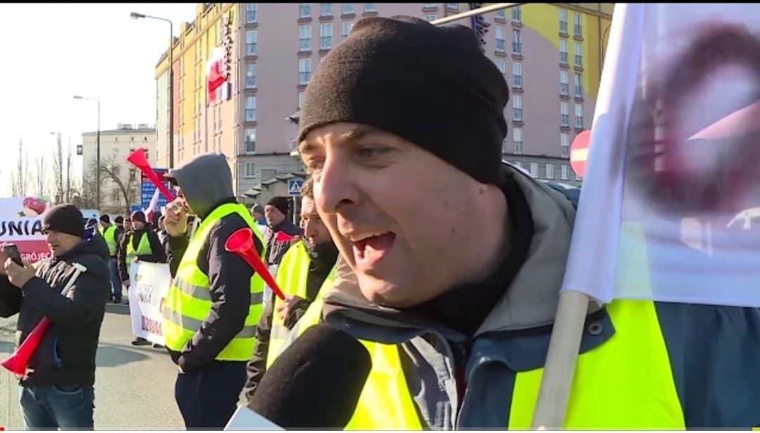 Agrounia rozpoczęła protest rolników w Warszawie. Nastąpi blokada i bojkot sklepów Biedronka, domagają się prawidłowego oznakowania rolnych produktów