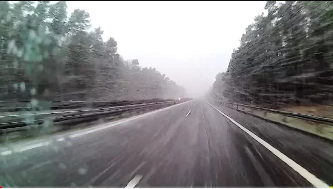 IMGW wydało ostrzeżenie: czeka nas zmiana pogody. Prognoza pogody dla Polski zapowiada mi. powrót zimy i opady śniegu