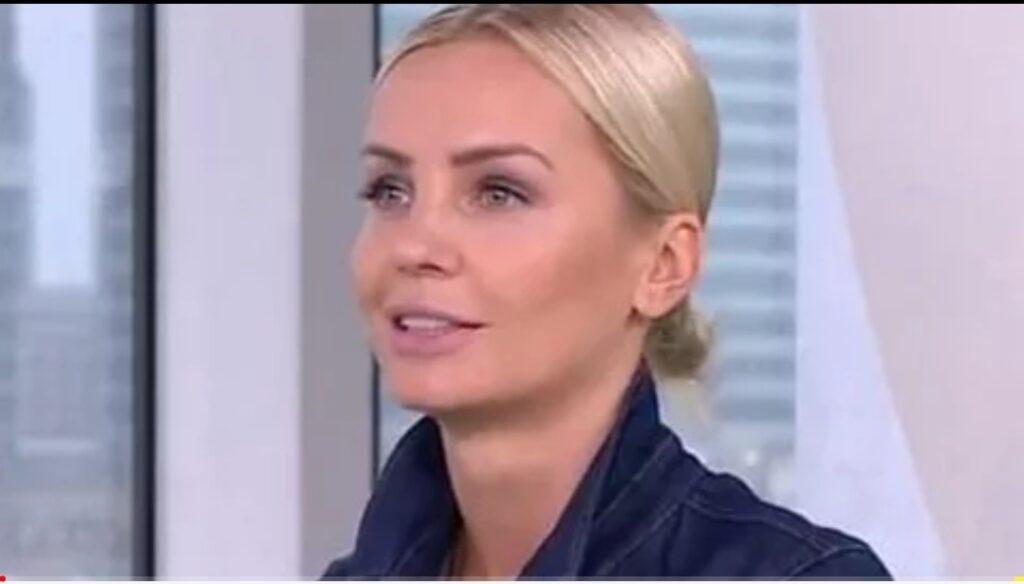 Agnieszka Woźniak-Starak wraca do pracy, lecz nie do TVN, wygląda na to, że to koniec żałoby po tym jak w zeszłym roku zginął jej mąż Piotr Starak