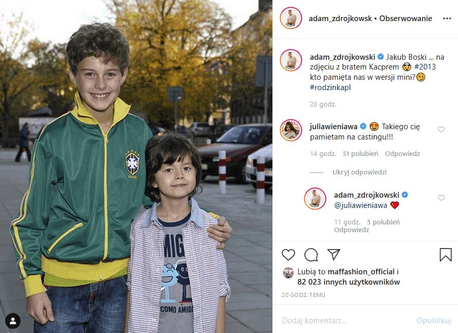 """Adam Zdrójkowski (""""Rodzinka pl"""") wrzucił na Insta zdjęcie z początku jego przygody z serialem, ale i tak show skradł komentarz, jaki napisała Julia Wieniawa"""