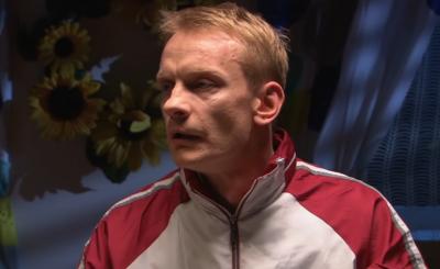 """Bartosz Żukowski, znany jako Walduś z serialu stacji Polsat """"Świat według Kiepskich"""" 5 lat temu miał rozwód i od tej pory toczy desperacką walkę o córkę"""