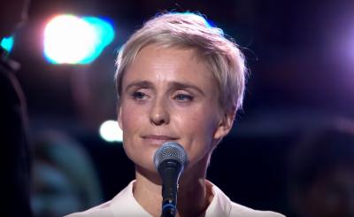 """Kinga Preis podbiła """"Telekamery"""" 2020, bo nie tylko wygrała statuetkę, ale także powiedziała kilka gorzkich słów o PiS, sparodiowała Szydło i prezesa TVP"""