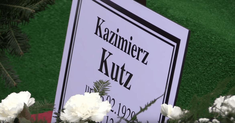 Grób Kutza zdewastowany! Kazimierz Kutz (zmarł w 2018), to reżyser, ale jego pasją była też polityka, więc może grób został zniszczony z zemsty?