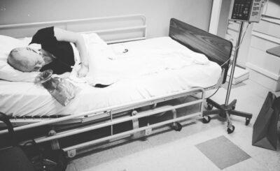 """Shannen Doherty, znana jako Brenda z serialu """"Beverly Hills 90210"""" umiera, bowiem rak piersi, z którym walczy od lat, powrócił i zaatakował z wielką siłą"""