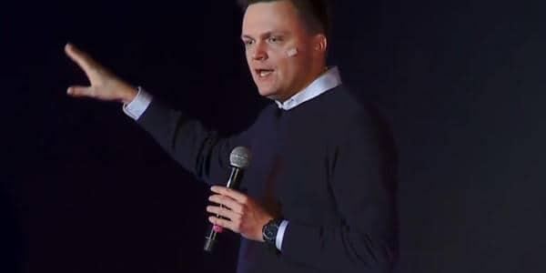 Szymon Hołownia to były dziennikarz TVN i aktualny kandydat w majowych wyborach na prezydenta Polski. Hołownia zaatakował rząd i prezydenta