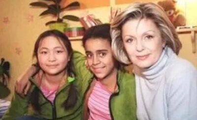 """Misheel Jargalsajkhan (Zosia) i Aleksandra Szwed (Eliza) to dziecięce gwiazdy serialu """"Rodzina Zastępcza"""", którego emisja odbywała się w telewizji Polsat."""