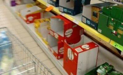 Polacy panikują i robią zapasy (wszystkiemu winny koronawirus), wykupują ryż zostawiając puste półki w sklepach w obawie, ze nadejdzie epidemia koronawirusa