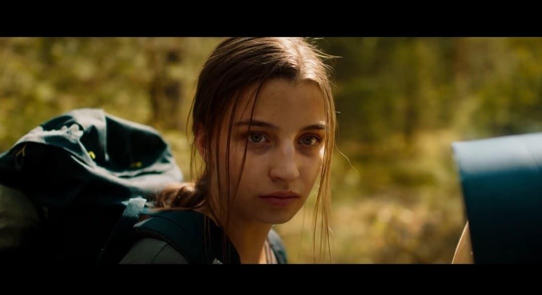 """Premiera filmu """"W lesie dziś nie zaśnie nikt"""" odwołana, a Julia Wieniawa może czuć się z tego powodu poważnie zawiedziona, ponieważ koronawirus atakuje."""
