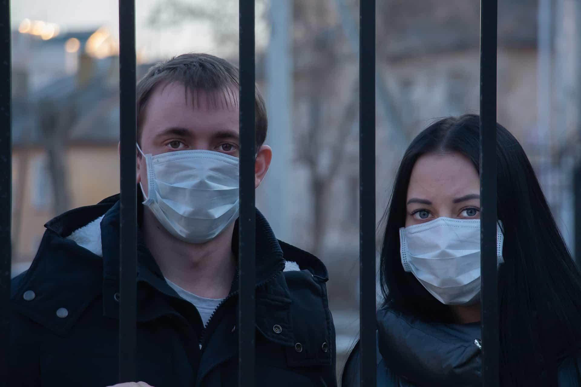 Koronawirus w Polsce: W walce z COVID-19 od dziś panują nowe zaostrzenia, w tym mi zakaz wychodzenia z domu bez potrzeby, kogo ograniczenia nie dotyczą?