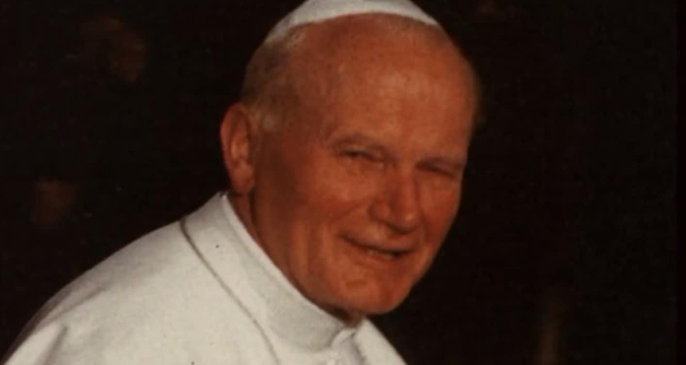 """Bedzie afera na cały świat! Papież Polak, Jan Paweł II upokorzony przez HBO w serialu """"Avenue 5"""". W opinii wielu widzów granice zostały przekroczone"""
