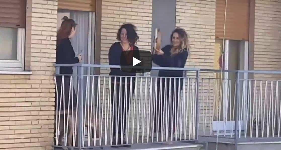 Pandemia koronawirusa: Nagranie z Włoch podbija sieć, z pozoru wesołe wideo pokazuje powagę sytuacji- tak wygląda kwarantanna we Włoszech