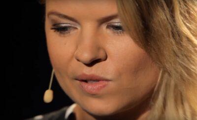 """Marta Manowska (""""Rolnik szuka żony"""", """"Sanatorium miłości"""") chyba mało zarabia w TVP, bowiem jej paznokcie to nie jest szczyt sztuki manicure"""