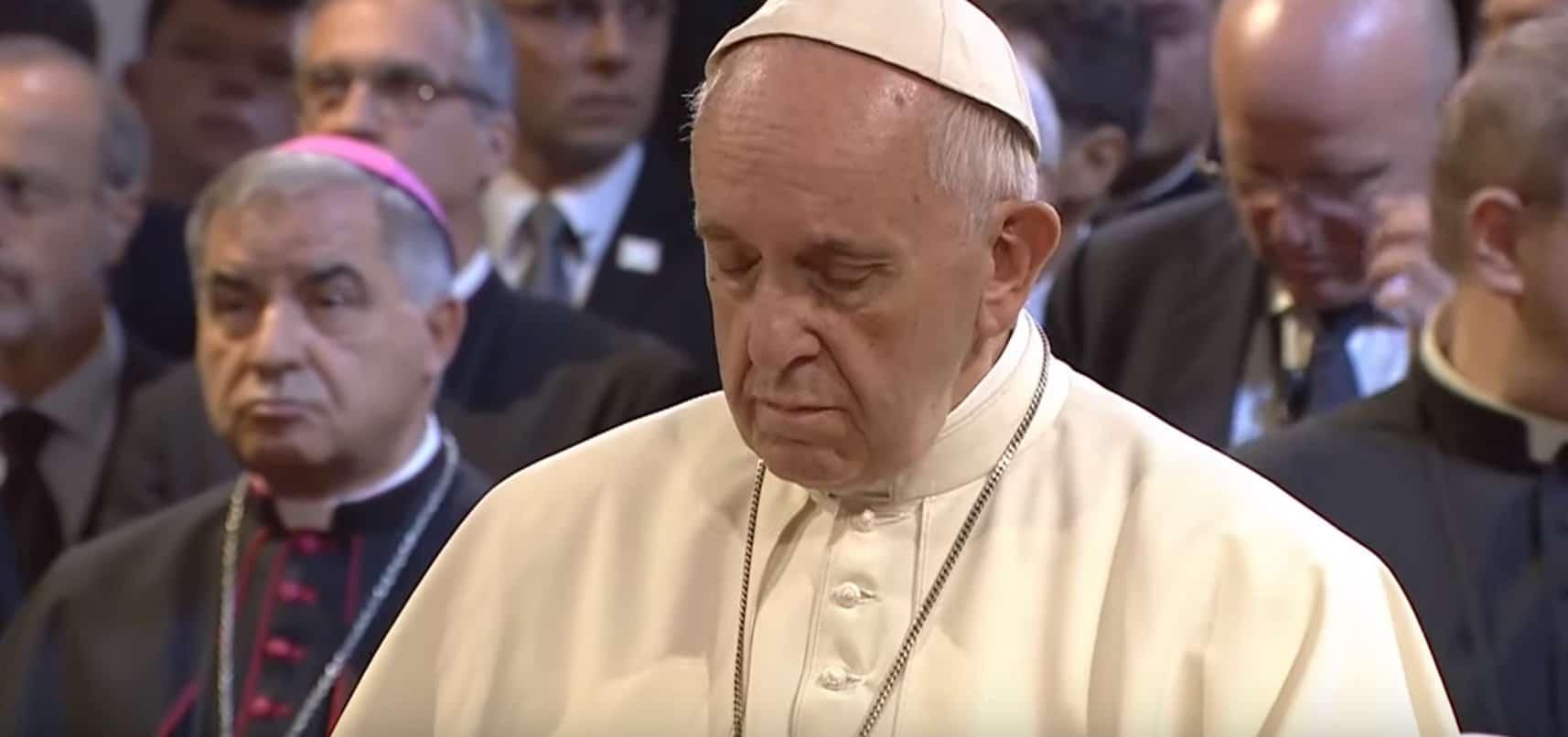 Papież Franciszek od dłuższego czasu jest chory, zdecydowano więc wykonać testy na obecność koronawirusa. Znane już są wyniki badania