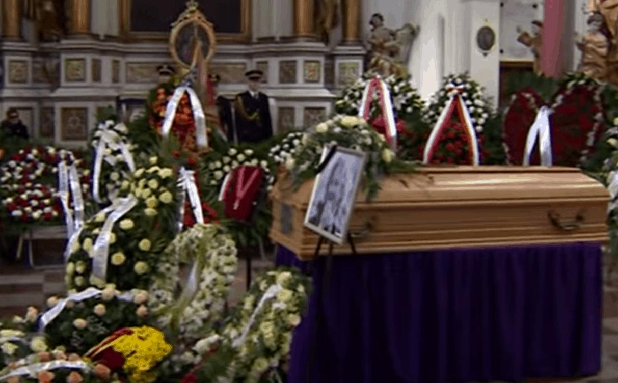 Pogrzeb Królikowskiego: Magda Schejbal przyniosła truskawki na pogrzeb, Paweł Królikowski byłby raczej zaskoczony, o co chodzi?