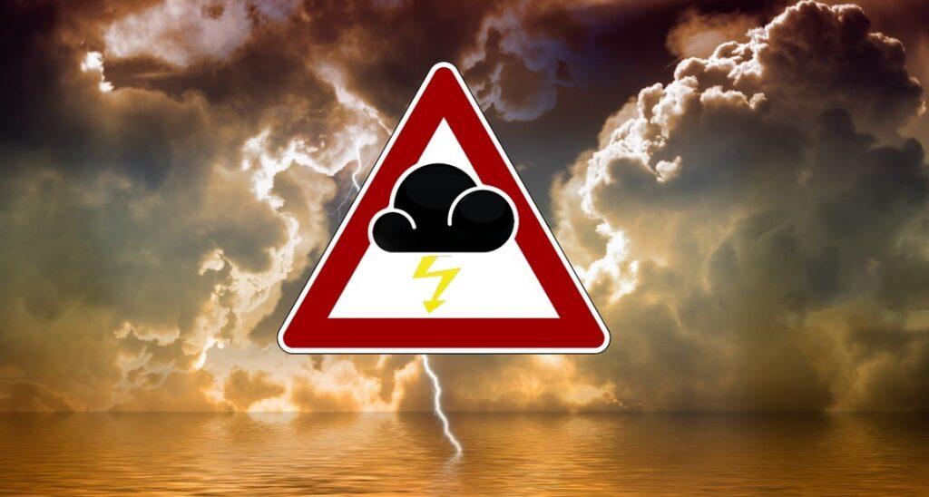Pogoda na marzec: IMGW wydało ostrzeżenie 1 stopnia dla sześciu województw: Czeka nas silny wiatr, możliwość wystąpienia zagrożenia zdrowia i życia