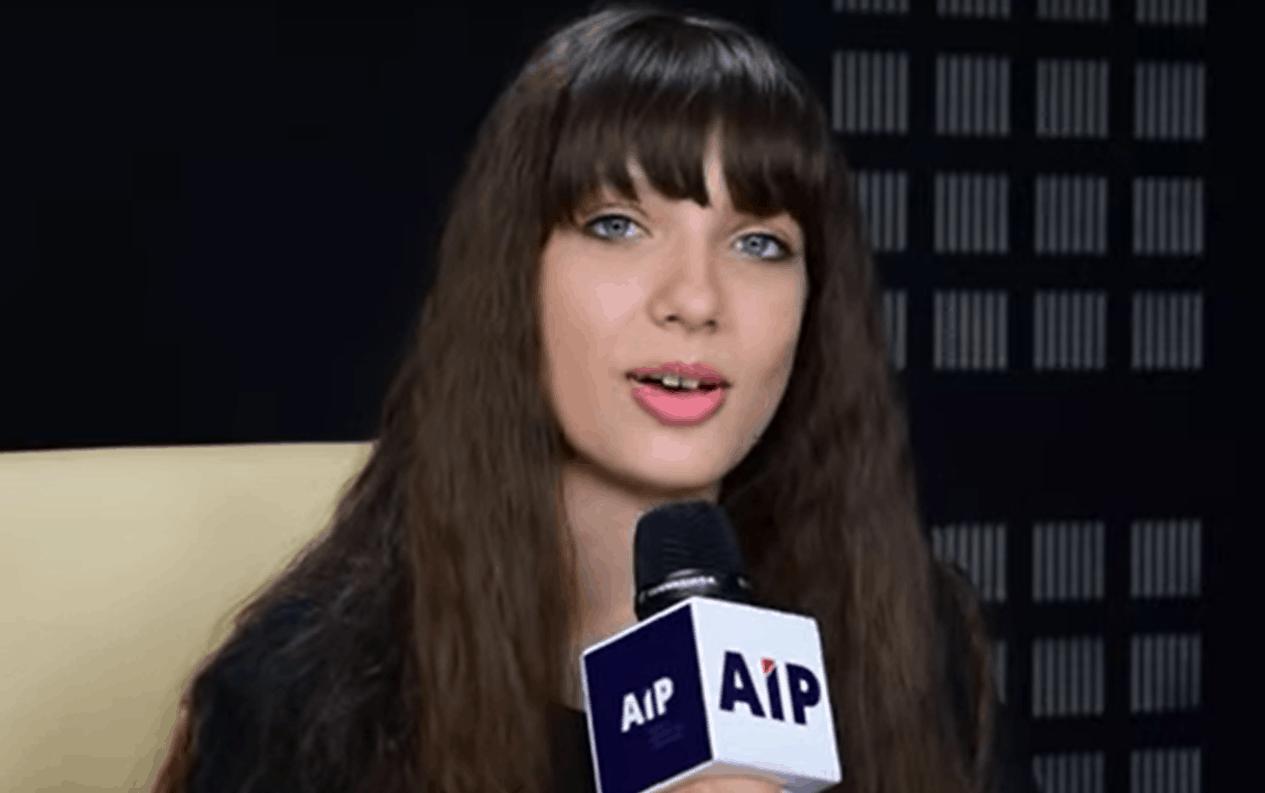Kolejne ataki na Viki Gabor (Eurowizja Junior), hejt wylewa się z sieci, jej kariera szybko się rozwija, a ona i jej rodzice są atakowani za pochodzenie.