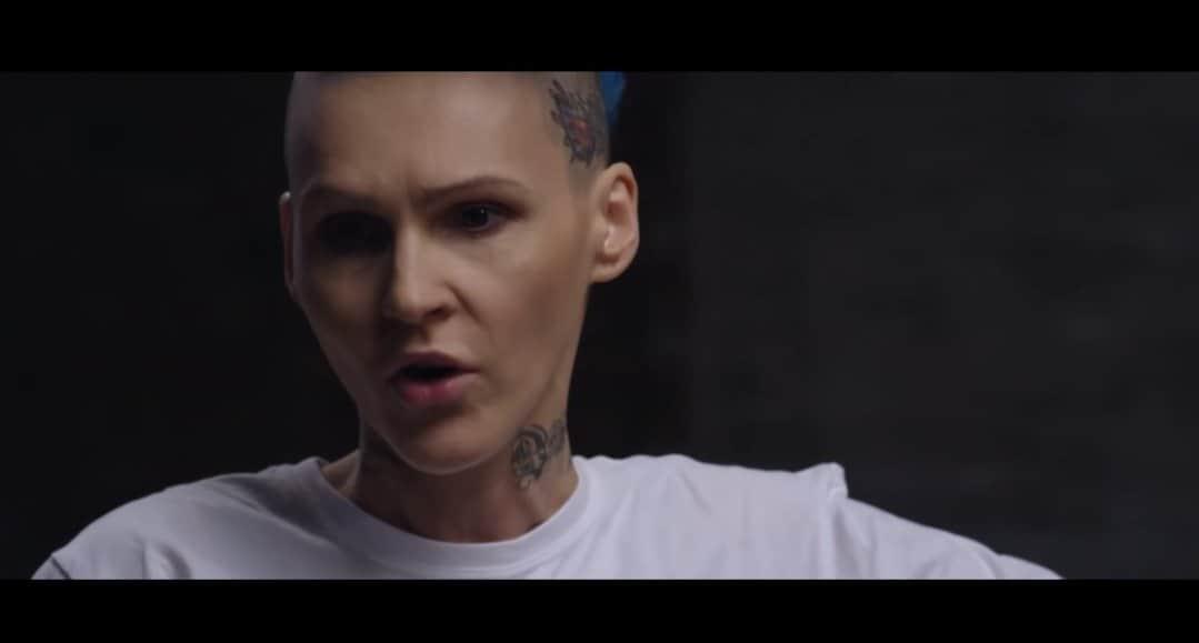 """Rok temu Agnieszka Chylińska i Kuba Wojewódzki rozmawiali na YouTube, to wówczas okazało się, że była wokalistka zespołu """"ONA"""" chciała popełnić samobójstwo."""