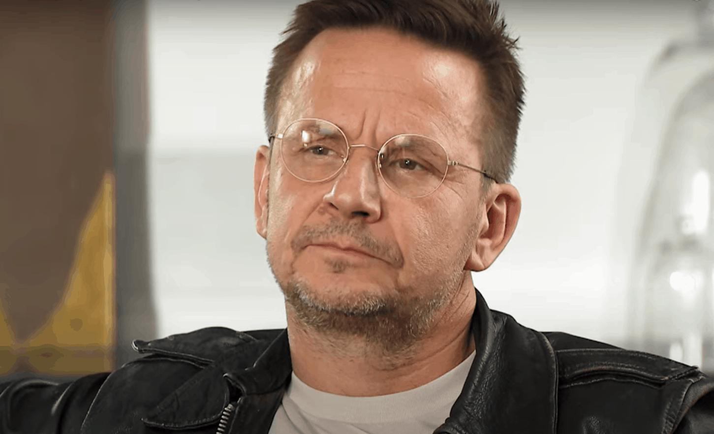 """Bartek Topa znany z serialu """"Pod Powierzchnią"""" telewizji TVN, przeżył tragedią - śmierć dziecka, jego syn umierał mu na rękach"""