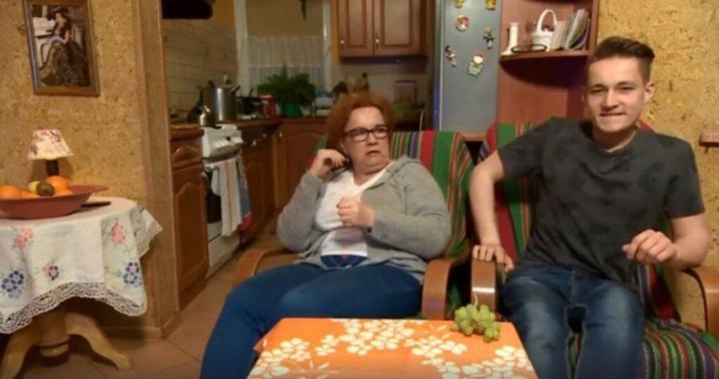 """Iza Zeiske i jej syn Joachim to jedne z nahwiększych gwiazd programu TTV """"Gogglebox, przed telewizorem"""", niestety ich życie własnie zmieniła śmierć. Okropne"""