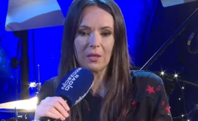 Koronawirus: Córka Kasi Kowalskiej nadal przebywa w szpitalu, jej stan zdrowia nie poprawia się, wokalistka wciąż oczekuje na dobre wieści ze szpitala.