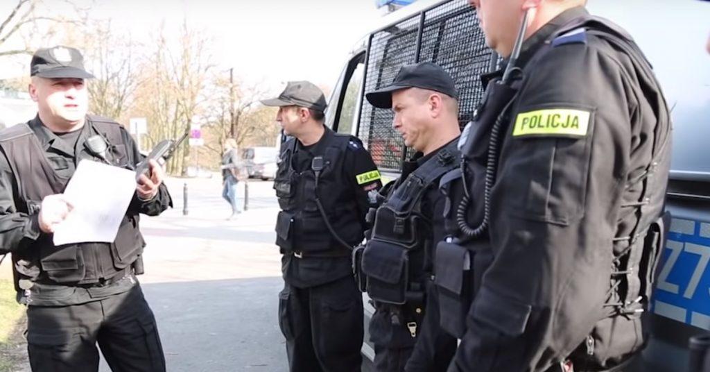 Koronawirus, COVID-19 w Polsce: Szef MSWiA Mariusz Kamiński zapowiedział, że zostaną wprowadzone kolejne zaostrzenia - więcej uprawnień dla policji