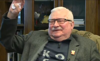 Lech Wałęsa stawia siebie jako przykład, teraz jednak zaliczył wpadkę będąc u fryzjera, internauci zauwazyli, że siedzi w fotelu ale bez maseczki