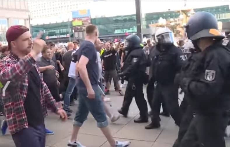Bunt w Niemczech, służby są w pełnej gotowości, komentatorzy podkreślają, że tak napiętej sytuacji nie było od czasów II wojny światowej