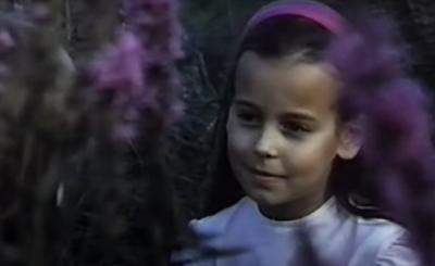 Anna Mucha to dziś prawdziwa seksbomba, ale jej kariera rozpoczęła się jeszcze w młodości, poniżej pokażemy zdjęcia jak wyglądała jako dziecko.