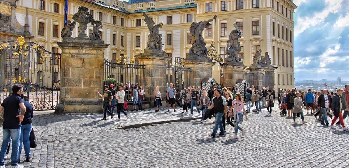 Aplikacja Inteligentna kwarantanna to rozwiązanie, które 1 maja wdrożyły Czechy, śledzenie chorych odbywa się poprzez program, czy Polska również się zdecyduje?