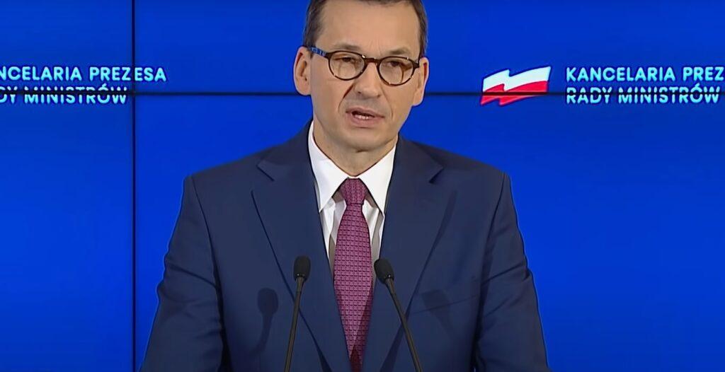 Mateusz Morawiecki potwierdził informację o końcu jednego z najbardziej uciążliwych nakazów - to ma być koniec z maseczkami na świeżym powietrzu