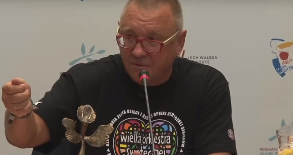 Jurek Owsiak, założyciel akcji o nazwie Wielka Orkiestra Świątecznej Pomocy musiał poinformować wszystkie szpitale - rozdano wadliwe maseczki
