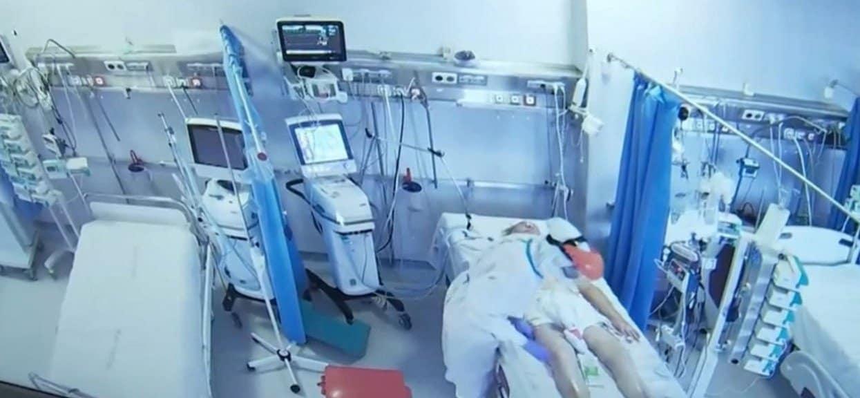 Program TVN Uwaga wyemitował program i pokazał materiał, nagranie ze szpitala zakaźnego, pokazano jak postępuje się z chorymi na COVID-19. Wstrząsające