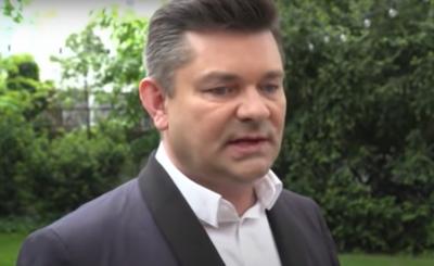 Zenek Martyniuk upokorzony przez to, że po raz kolejny wyciągnął syna, wpłacił kaucję dzięki czemu Daniel mógł opuścić areszt.