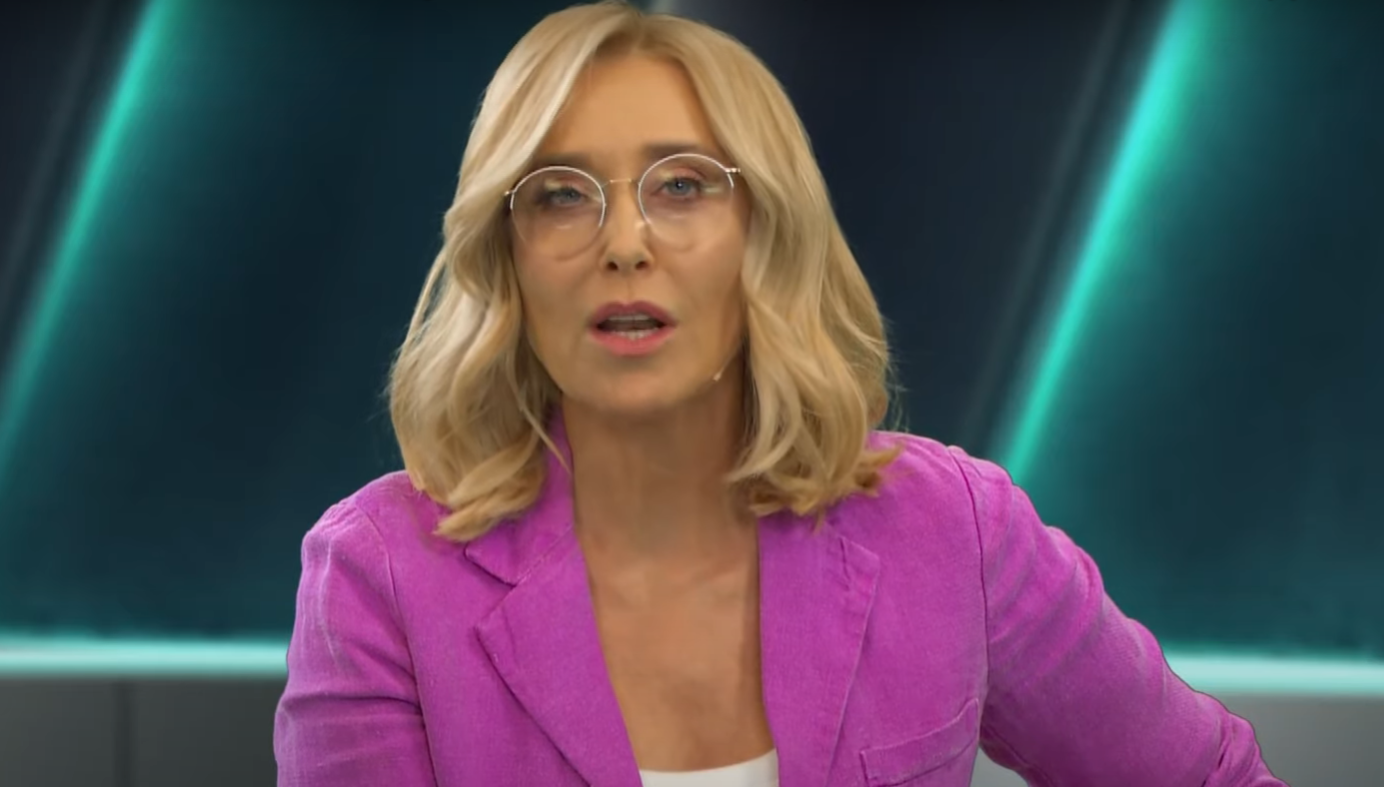 Tragedia jaką przeżywa gwiazda TVN, Agata Młynarska powoduje, że jest załamana, jej syn brał ślub, a jej na nim nie było. Junior mieszka w USA.