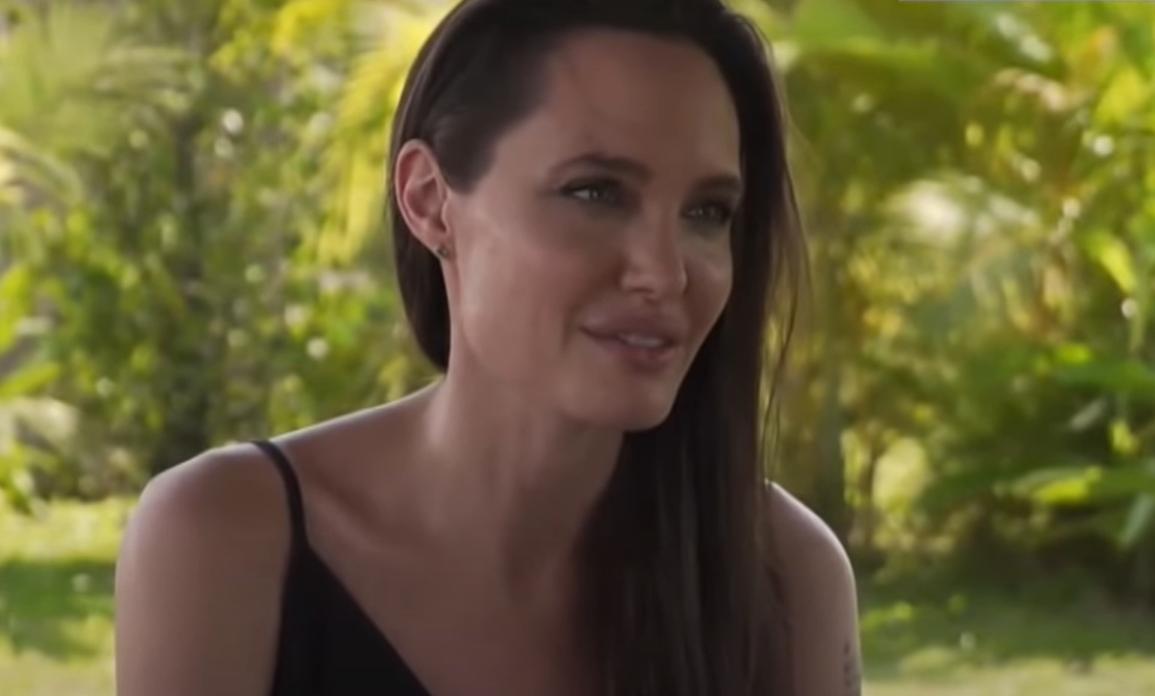 Angelina Jolie jest tak bardzo wychudzona, że magazyn New Weekly uważa, że grozi jej śmierć, czy to anoreksja? W jakim stanie znajduje się gwiazda?