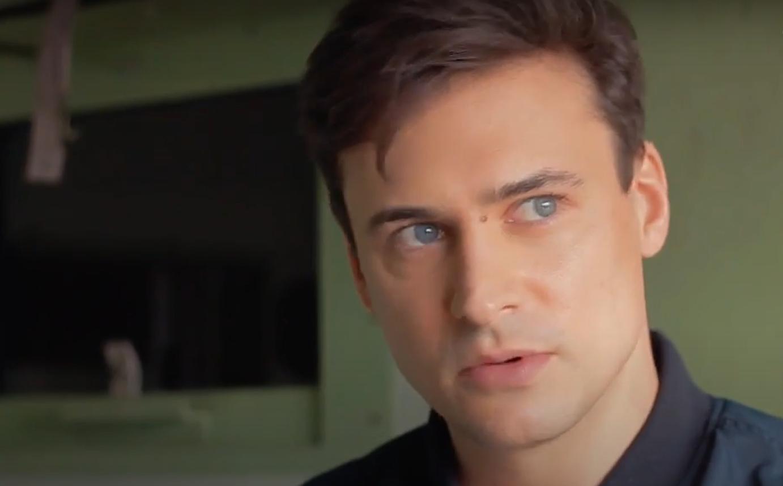 Mateusz Damięcki ostrzega rodziców przed serialem, w którym sam użycza głosu, chodzi o produkcje serwisu Netflix, Big Mouth.