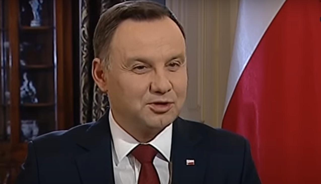 Andrzej Duda zaskoczył wszystkich i pojawił się u uczestnika programu TVP Rolnik Szuka Żony, wybory zbliżają się wielkimi krokami, a walka o głosy trwa.
