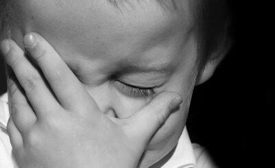 Świat w szoku po tym jak Youtuberzy oddali wcześniej adoptowane dziecko, Influencerzy Myka i James Stauffer nie poradzili sobie z chłopcem imieniem Huxley