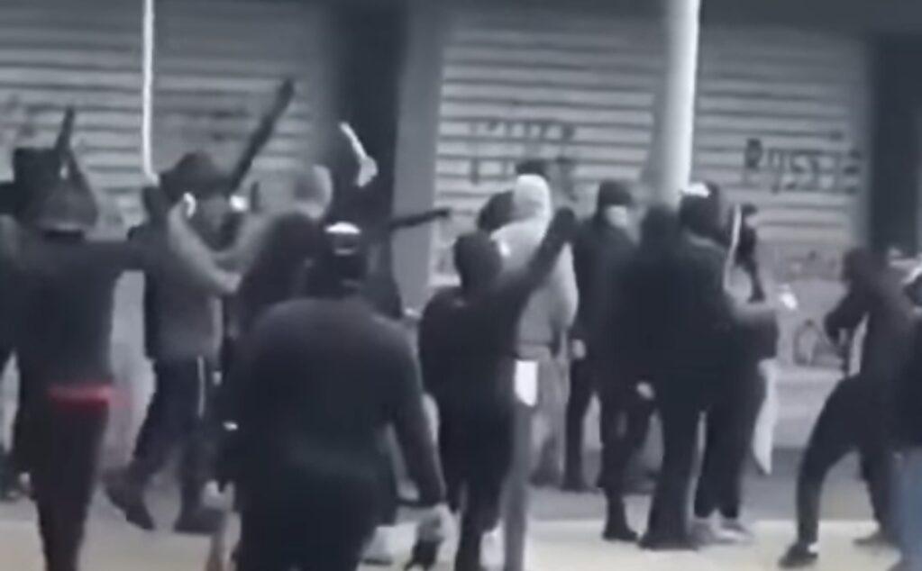 Francja, zamieszki: Regularna walka na ulicach Dijon w regionie Burgundii między społecznościami arabskimi i Czeczeńskimi. Interweniowała policja