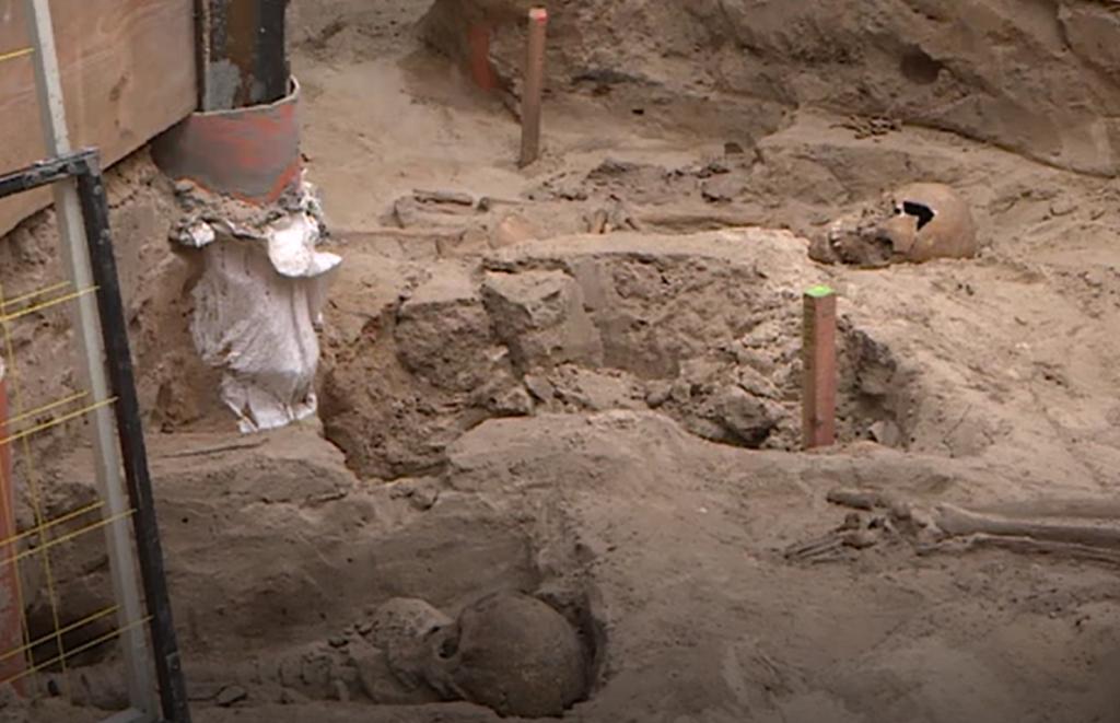 Poznań: wykopaliska pod kolegiatą doprowadziły do niezwykłych odkryć archeologowie odnaleźli tam zabytki sprzed 1000 lat i szczątki 4000 ludzi.