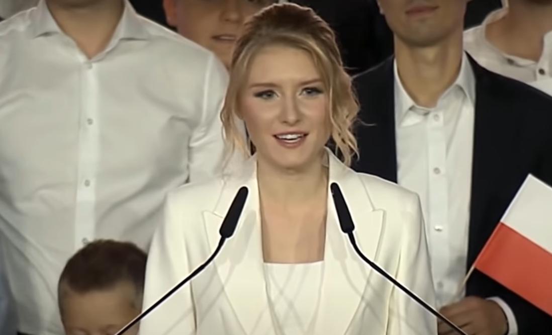 Kinga Duda jest w ostatnim czasie na językach wszystkich, teraz do sieci wyciekło odważne nagranie, córka prezydenta Andrzeja Dudy występuje na scenie